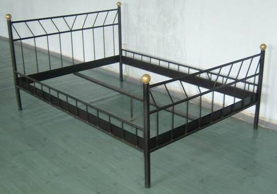 Что можно сделать из металлической кровати своими руками